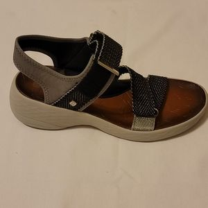 Bzees wedge sandals size 9.5m
